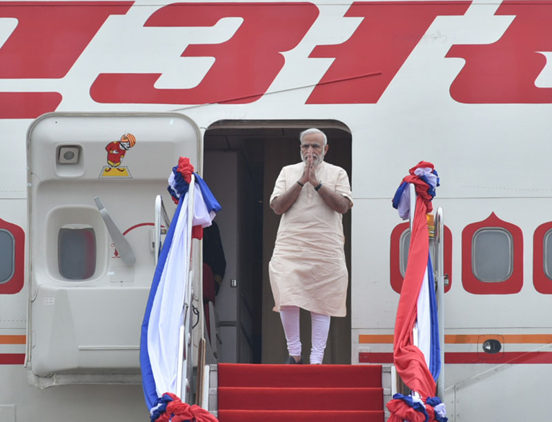 The Prime Minister, Shri Narendra Modi being received on his arrival at Wattay International Airport, in Vientiane, Lao PDR to attend the 14th ASEAN-India Summit and the 11th East Asia Summit, on September 07, 2016.