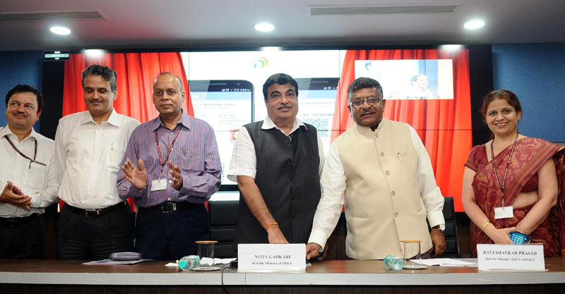 The Union Minister for Electronics & Information Technology and Law & Justice, Shri Ravi Shankar Prasad and the Union Minister for Road Transport & Highways and Shipping, Shri Nitin Gadkari launching the Integration of Digital Locker with Driving Licence and vehicle registration system of the Ministry of Transport and Highways, in New Delhi on September 07, 2016.