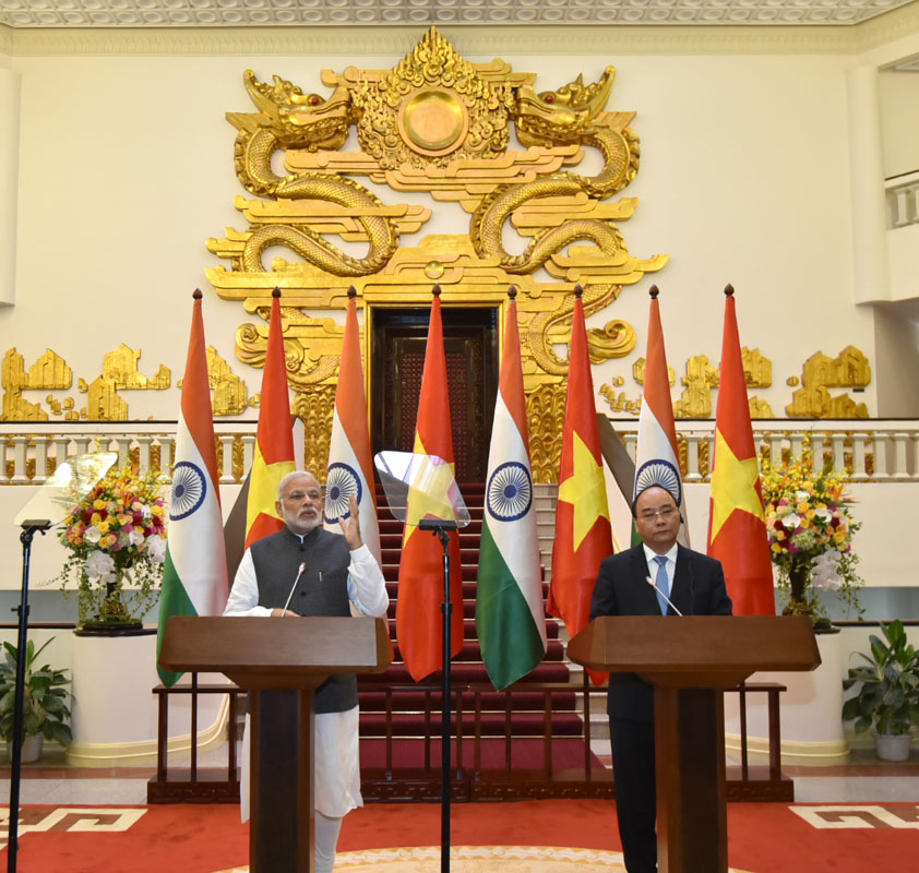 The Prime Minister, Shri Narendra Modi and the Prime Minister of Socialist Republic of Vietnam, Mr. Nguyen Xuan Phuc at the joint media briefing, in Hanoi, Vietnam on September 03, 2016.